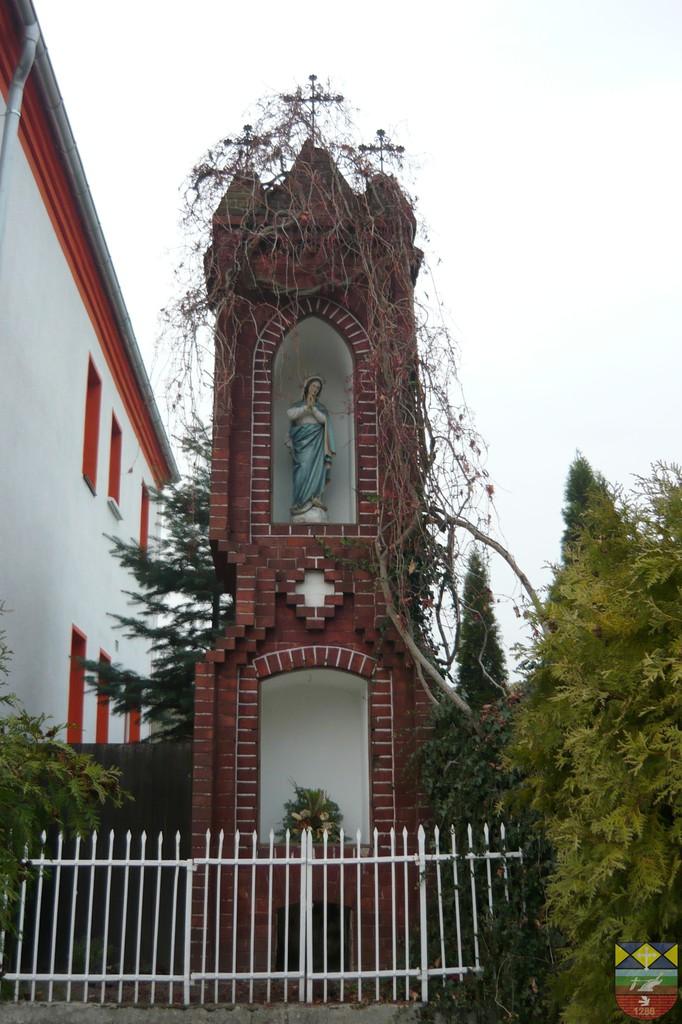 Kapliczka słupowa - Stare Siołkowice Michała 9.jpeg