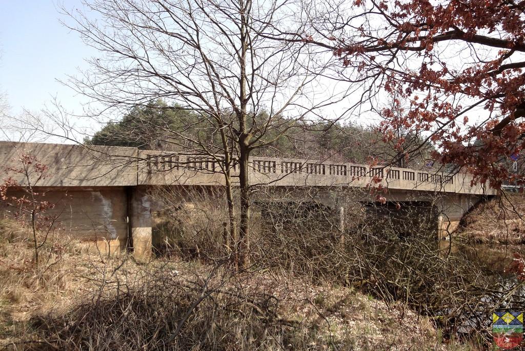 Most drogowy nad zbiornikiem melioracyjnym w ciągu drogi wojewódzkiej nr 4557.jpeg