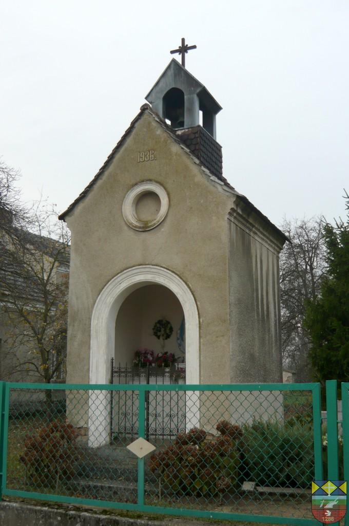 Kapliczka domkowa - Popielów, Powolnego 11.jpeg