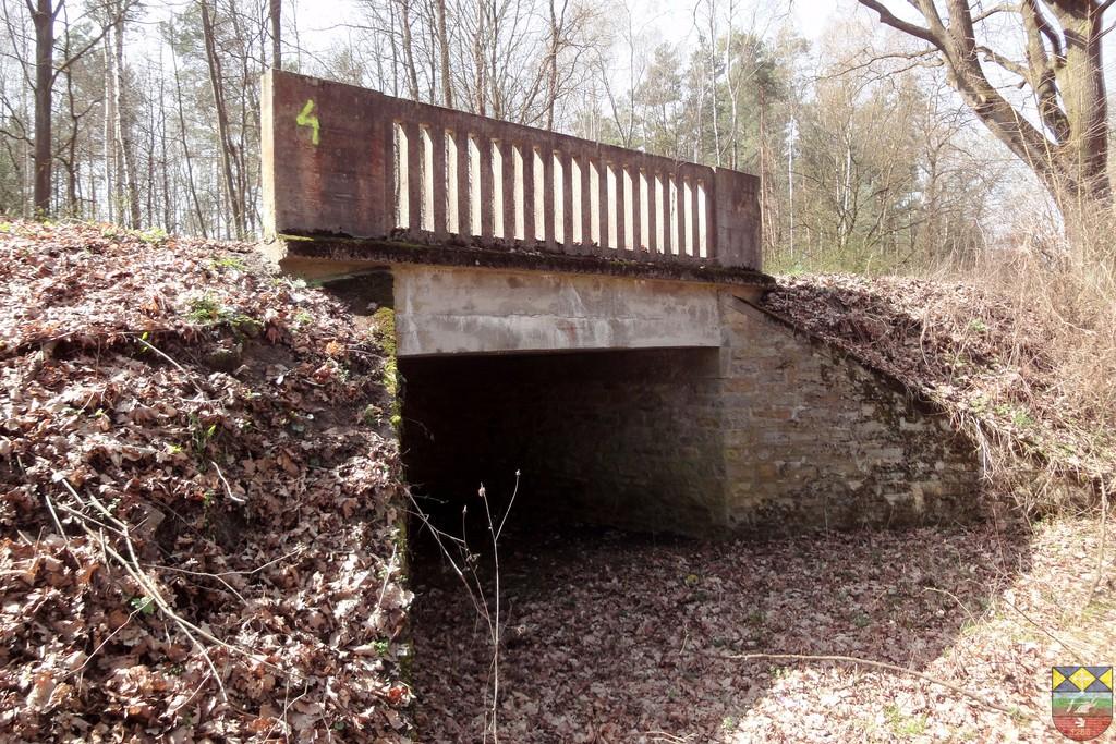 Most drogowy nad suchym jarem w ciągu drogi powiatowej Popielów - Karłowice.jpeg
