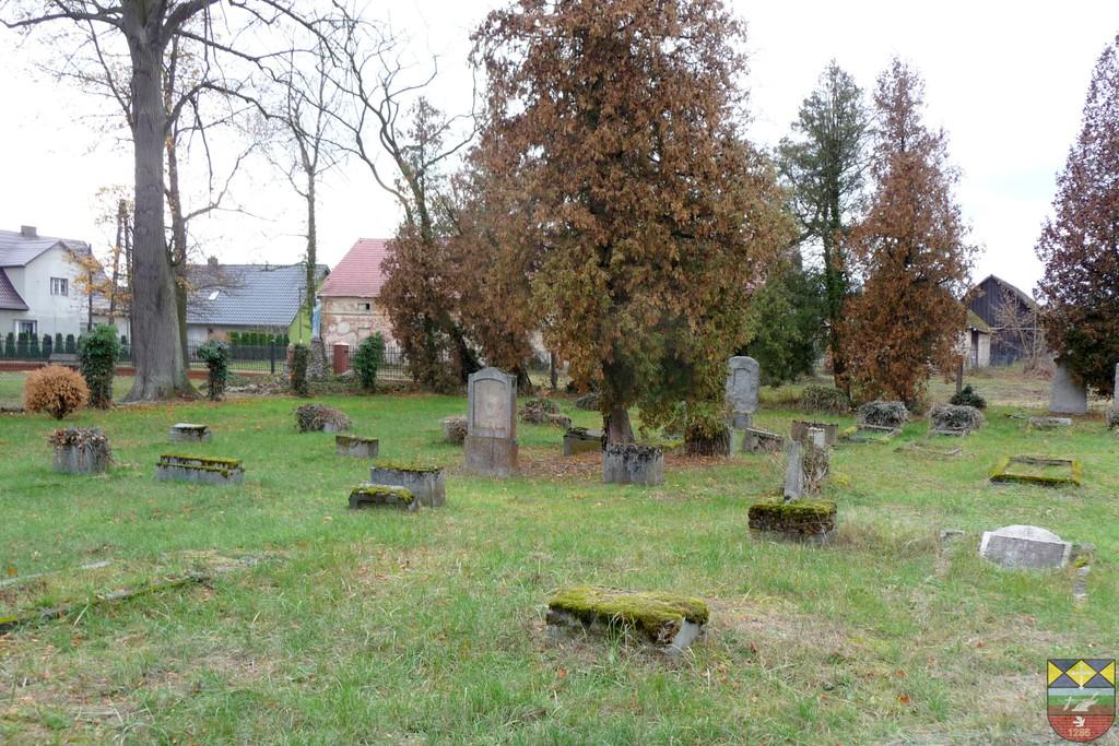 Cmentarz - Karłowice, Kościelna.jpeg
