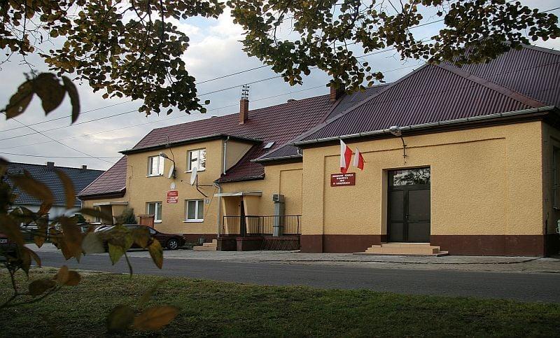 Na zdjęciu znajduje się budynek Domu Kultury w Karłowicach