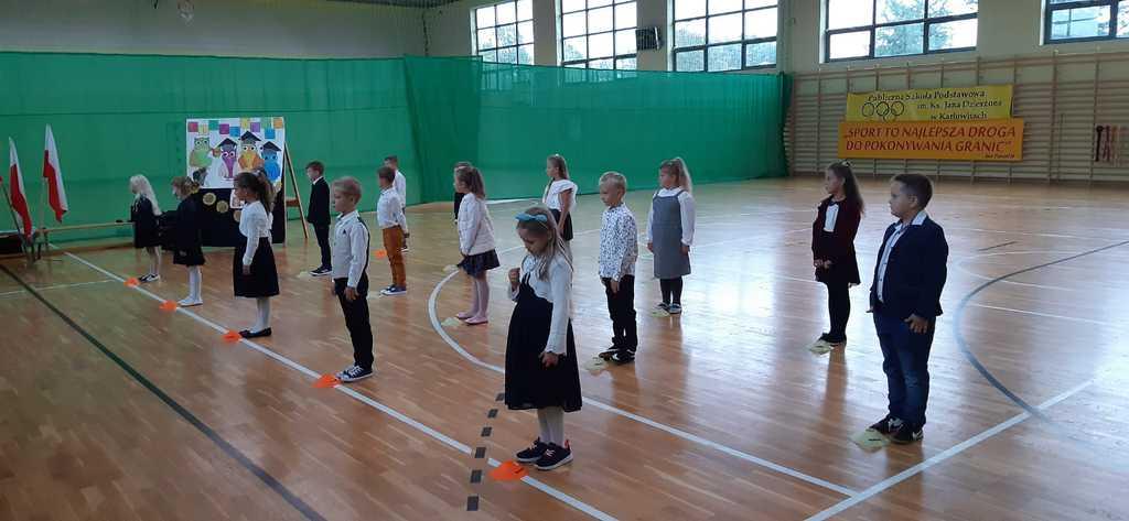 Rozpoczęcie roku szkolnego w szkole w Karłowicach