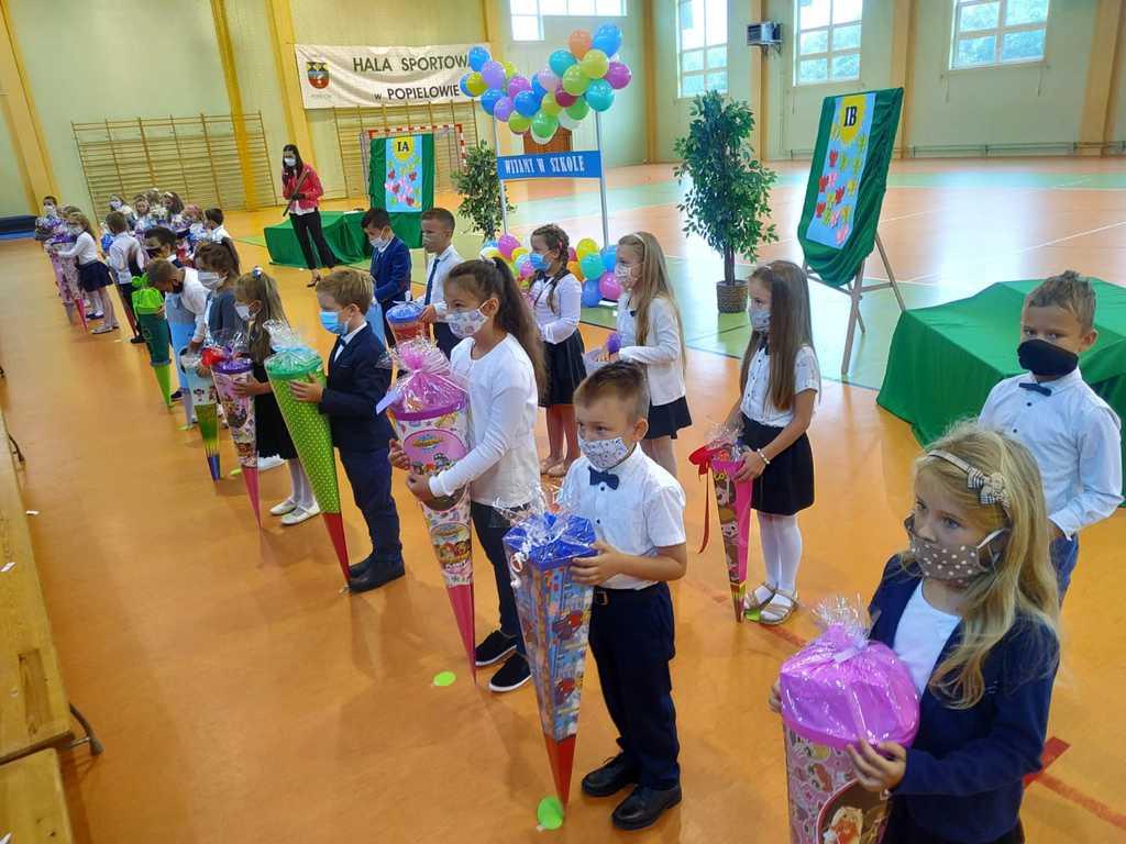Rozpoczęcie roku szkolnego w szkole w Popielowie
