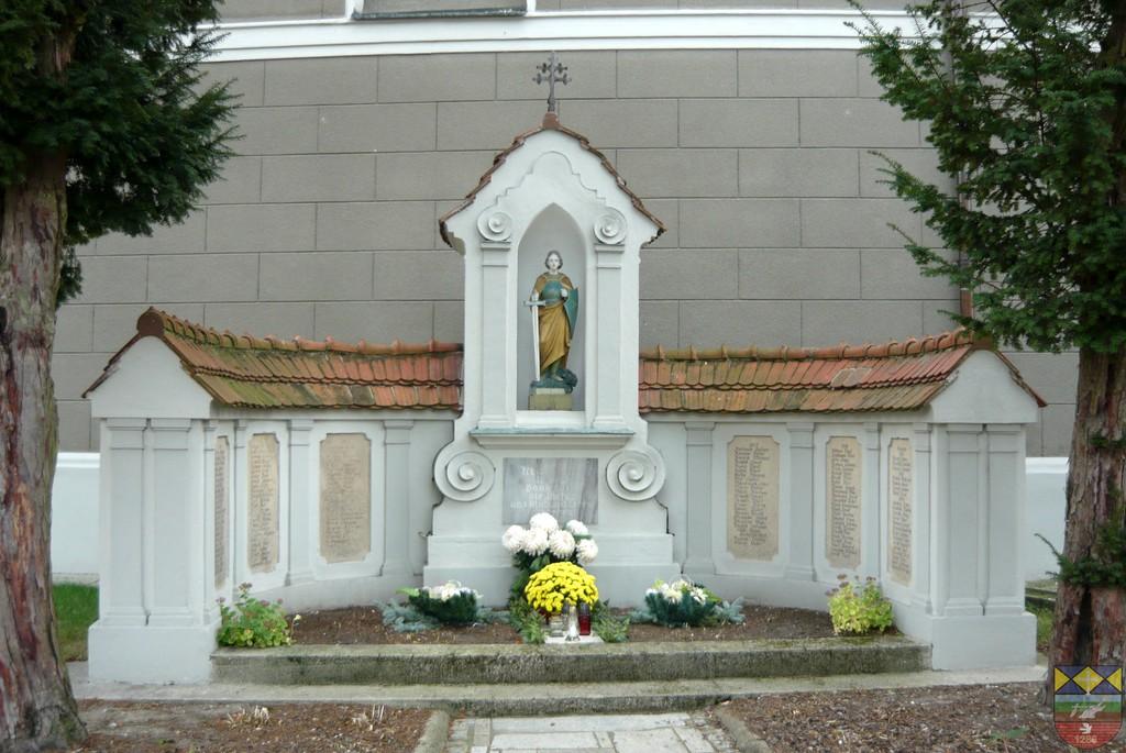Pomnik poległych w I Wojnie Światowej z kapliczką św. Michała Archanioła - Stare Siołkowice, Michała.jpeg