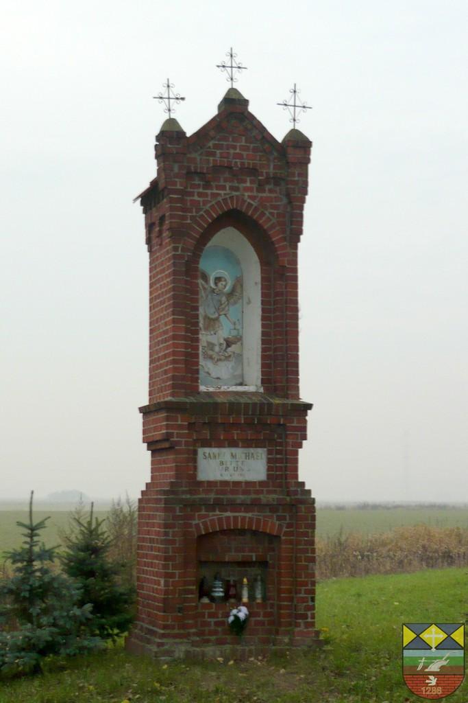 Kapliczka słupowa św. Michała - Stare Siołkowice Piastowska.jpeg
