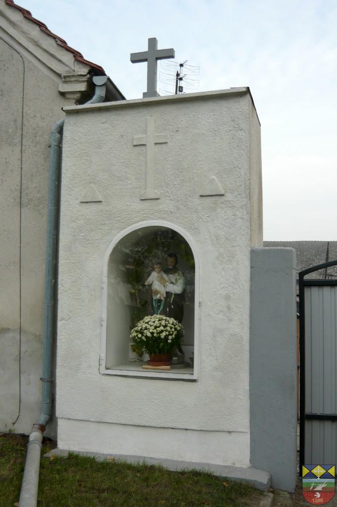 Kapliczka słupowa - Stare Siołkowice Michała 10.jpeg