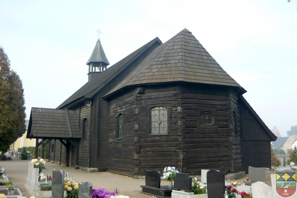 Kośćiół cmentarny pw. św Andrzeja - Popielów, Dworcowa.jpeg