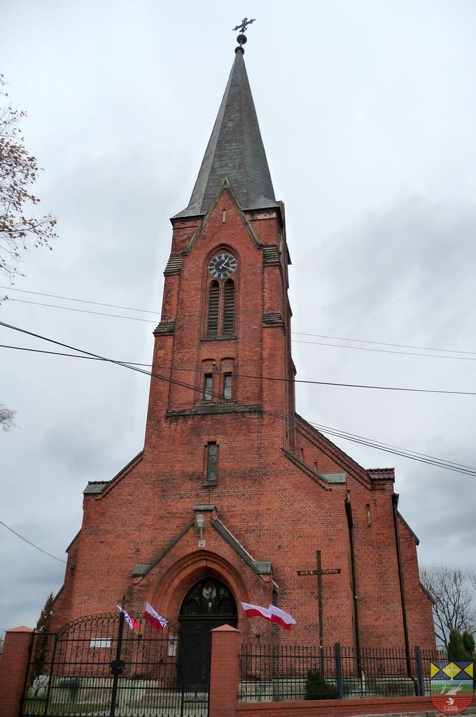 Kościół parafialny pw. św. Michała Archanioła - Karłowice.jpeg