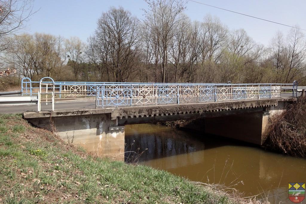 Most drogowy nad rzeką Stobrawa w ciągu drogi powiatowej Popielów - Karłowice.jpeg