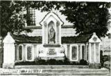 3-Kapliczki przed kościołem.jpeg